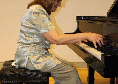 Guity Adjoodani - Piano